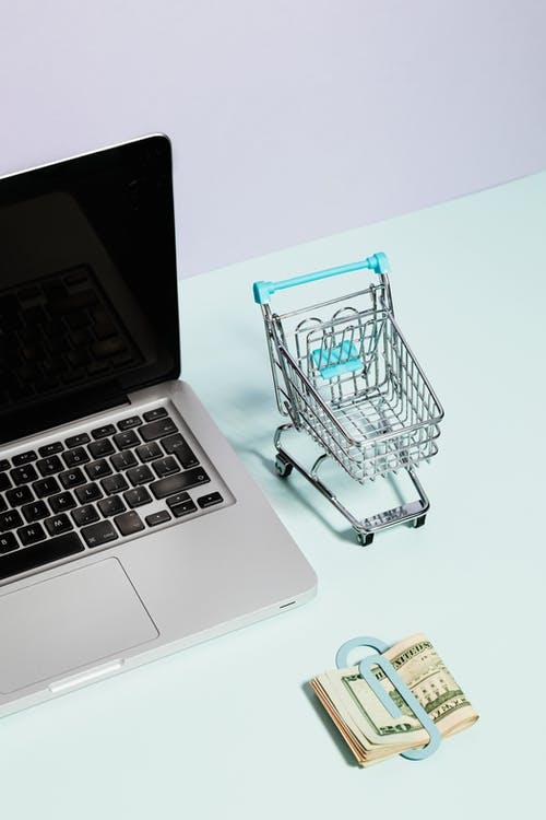 notebook košík peníz